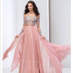 Dresses & Skirts - Pink prom formal dress
